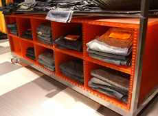 Retail display  • ViewPan Plus with Satinglas Orange 51013